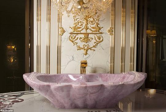 Được tắm trong một trong những bồn tắm sang trọng này là một giấc mơ, Luca Baldi, Giám đốc điều hành của Baldi nói với MailOnline Travel.