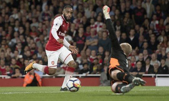 Nổ súng trận mở màn, Lacazette lập kỷ lục Premier League - Ảnh 1.