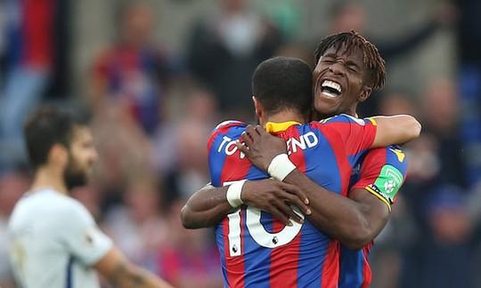 Vòng 8 Premier League: Chelsea thua sốc, Man City thắng Stoke 7 bàn - Ảnh 1.