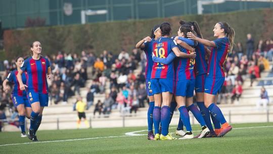 Pha hỏng ăn khó tin ở UEFA Champions League nữ - Ảnh 1.