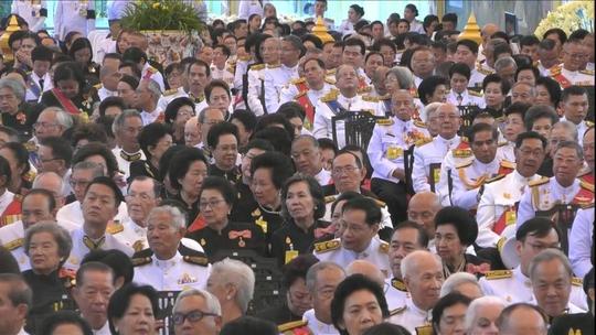 Thái Lan: Thi hài cố quốc vương được đưa vào tháp hỏa táng - Ảnh 8.