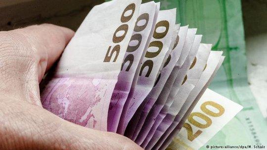 Ngân hàng Trung ương Châu Âu sẽ ngưng phát hành tiền mệnh giá 500 euro vào cuối năm 2018.