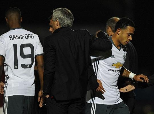 Depay không được Mourinho trọng dụng