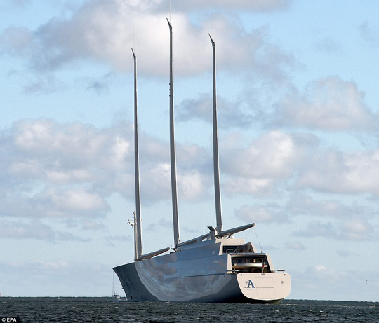 Sailing Yatch A sở hữu 3 cột buồm cao 91 mét (cao hơn tháp đồng hồ Big Ben ở London - Anh). Ảnh: EPA