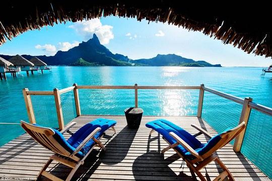 50 sắc thái màu xanh đại dương. Du khách sẽ bi mê hoặc bởi cảnh sắc tuyệt đẹp của bãi biển nhiệt đới Le Méridien thuộc đảo Bora Bora, Polynesia- Pháp. Ảnh: Tim-McKenna