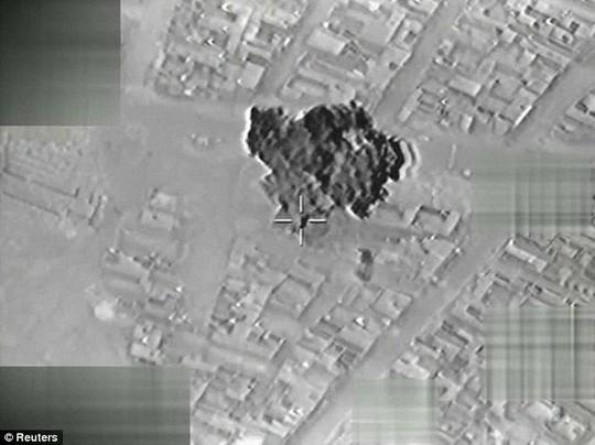 Các bức ảnh chụp từ trên không trong vụ Thổ Nhĩ Kỳ tấn công IS hôm 2-1. Ảnh: REUTERS