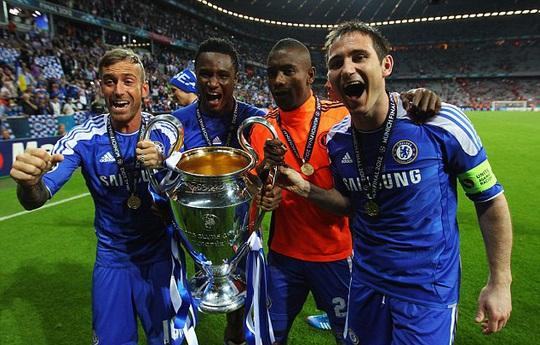 Mikel ăn mừng chức vô địch Champions League 2012