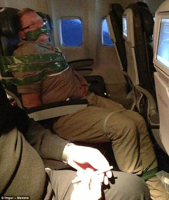 Những hình ảnh quái đản nhất trên máy bay
