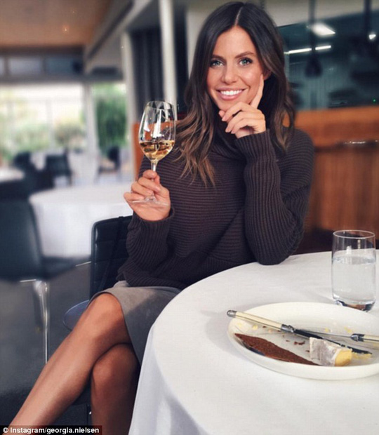 Georgia Nielsen khẳng định nghề tiếp viên hàng không mang lại cho cô những cơ hội và trải nghiệm tuyệt vời