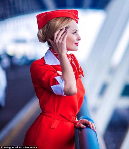 Victoria Tzuranova, nữ tiếp viên quyến rũ của hãng hàng không Aeroflot (Nga)