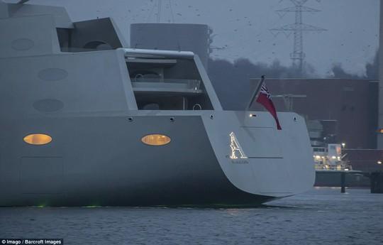 Sailing Yacht A có 8 tầng, một bãi đậu trực thăng và phòng quan sát dưới nước. Ảnh: EPA