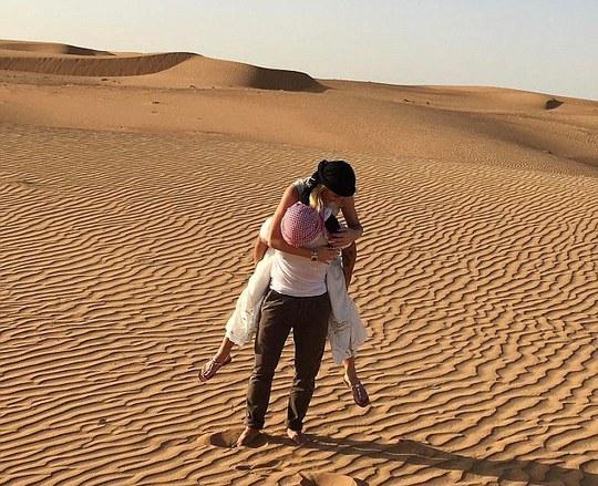 Pato muốn đưa người yêu đến một nơi xa vắng như sa mạc trong ngày đặc biệt