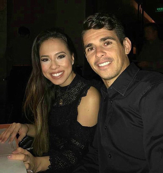 Oscar hạnh phúc bên vợ Ludmila Emboaba
