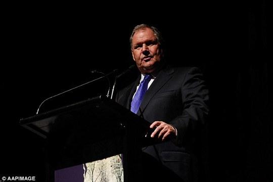 Thị trưởng TP Melbourne Robert Doyle cho rằng kế hoạch thay đổi tín hiệu giao thông hình phụ nữ là không cần thiết. Ảnh: AAPImage