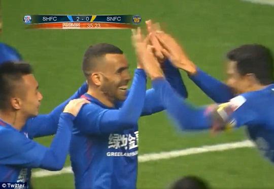 Tevez ra mắt ấn tượng tại Trung Quốc