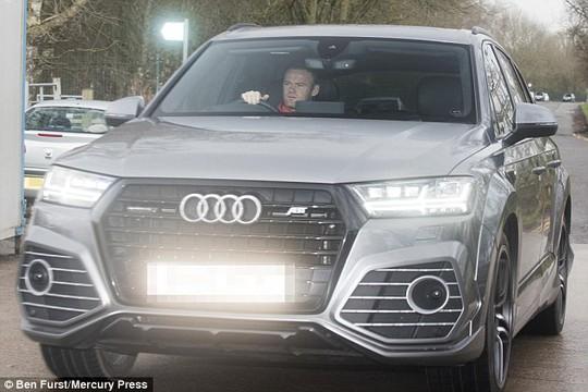 Trong lúc các đồng đội đến Nga thì Rooney vẫn ở lại Manchester