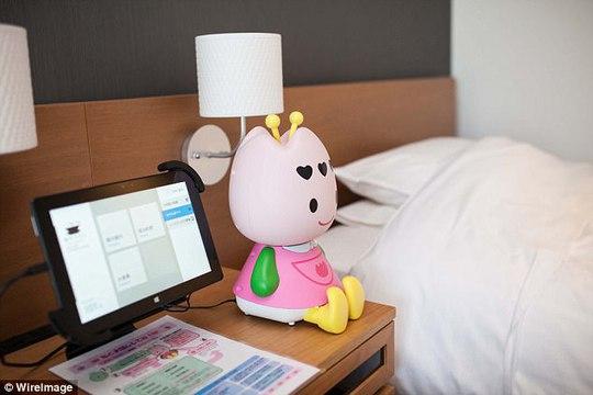 Trước đó, vào tháng 7-2015, Huis Ten Bosch khai trương khách sạn Henn na (Khách sạn kỳ lạ) với đội ngũ nhân viên robot. Ảnh: Wire Image