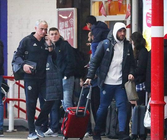 Người hâm mộ chờ Mourinho trổ tài khi M.U vắng nhiều ngôi sao trong chuyến làm khách Chelsea