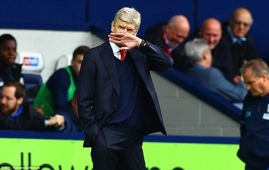 Arsenal bắt đầu khủng khoảng với HLV Wenger bị CĐV đòi sa thải, thủ môn Cech chấn thương và Sanchez bất mãn...