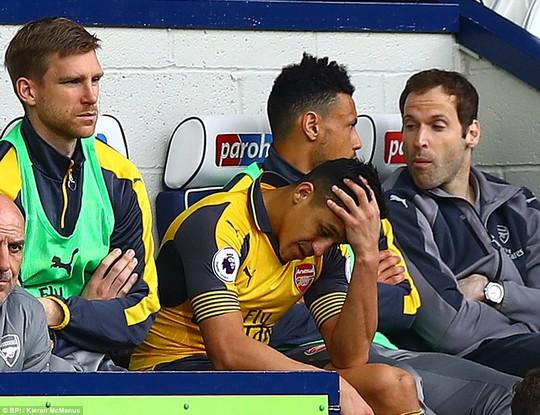 Thua đậm West Brom, Arsenal chìm trong khủng hoảng