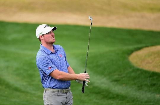 Tay golf Murray đã được người đẹp Playboy nhận lời vác gậy