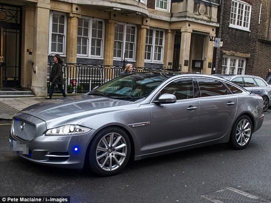 Xe của nữ thủ tướng Anh có khả năng chống đạn. Ảnh: Pete Maclaine