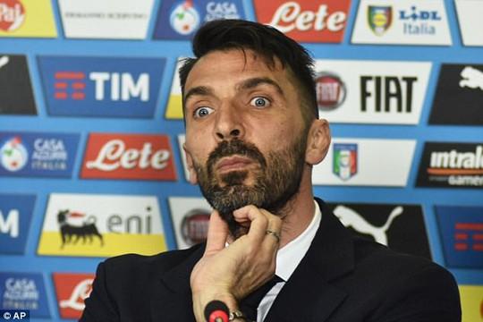 Buffon nói đùa rằng anh sẽ bắt 1.000 trận nữa trước khi giải nghệ
