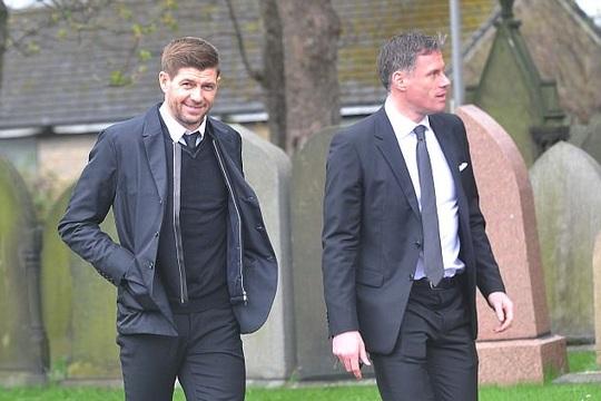 Steven Gerrand và Jamie Carragher là một trong số các huyền thoại tham dự lễ tang