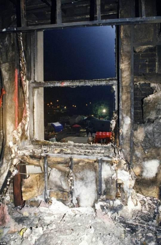 Khung cảnh hoang tàn ở Lầu Năm Góc sau sự kiện 11-9. Ảnh: FBI