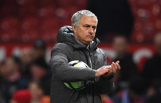 HLV Mourinho đã bớt gay gắt hơn khi nói về trọng tài