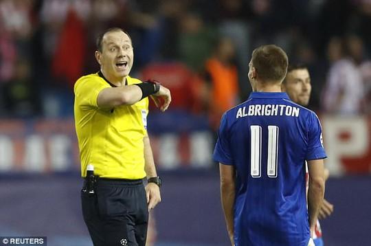 Albrighton phản ứng với quyết định của trọng tài