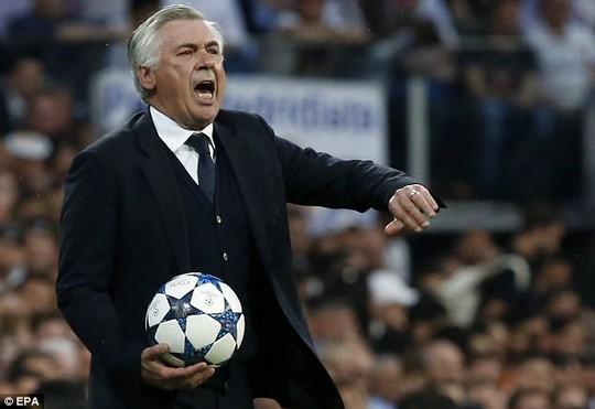 HLV Ancelotti bức xúc với các quyết định của trọng tài