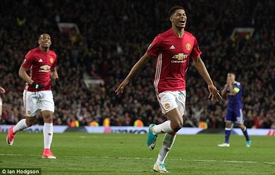 Không lâu sau khi Mourinho dùng bùa, Rashford đã ghi bàn cho M.U