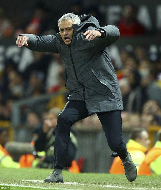 Mourinho xài bùa đưa M.U vào bán kết?