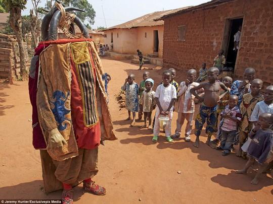 Bí ẩn hồn ma sống vùng Benin - Ảnh 9.