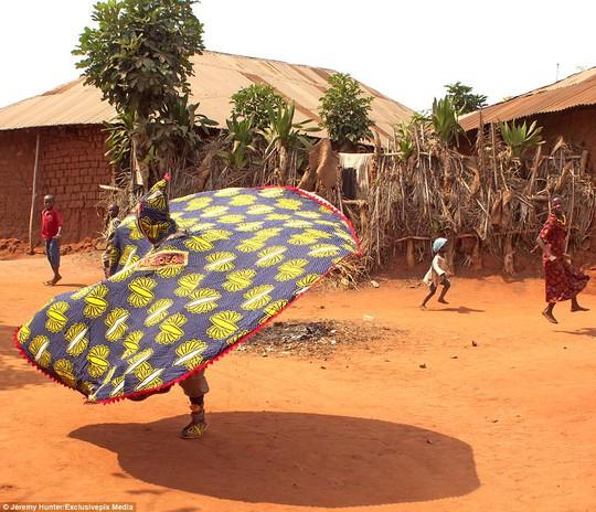 Bí ẩn hồn ma sống vùng Benin - Ảnh 11.