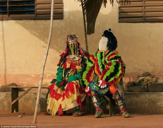 Bí ẩn hồn ma sống vùng Benin - Ảnh 2.