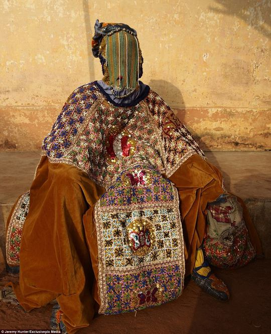 Bí ẩn hồn ma sống vùng Benin - Ảnh 1.