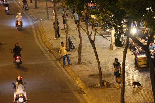 Sau khi báo NLĐ phản ánh, đường và vỉa hè đều đẹp, người dân thoải mái đi lại.