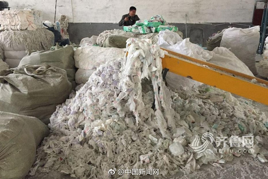 Bên trong nhà máy là một mùi hôi thối. Ảnh: Iqilu.com