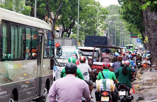 Tình trạng giao thông ùn ứ giao thông kéo dài trên đường 3 tháng 2.