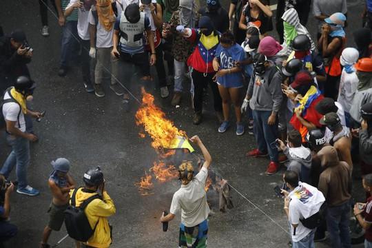 Bầu cử hội đồng lập hiến Venezuela: 15 người chết - Ảnh 3.