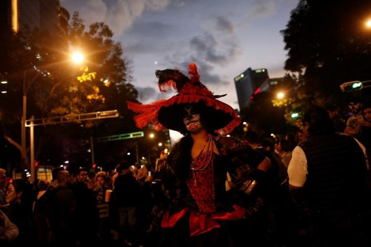 """Kinh dị """"bộ xương"""" diễu hành trong lễ hội người chết ở Mexico - Ảnh 4."""
