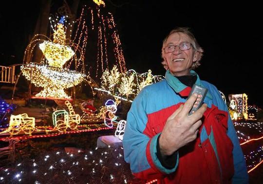 Chi gần 5 tỷ đồng thắp sáng 530.000 đèn Giáng sinh - Ảnh 5.