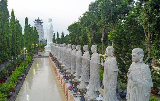 Đại Tòng Lâm, ngôi chùa có nhiều tượng phật nhất Việt Nam - Ảnh 4.