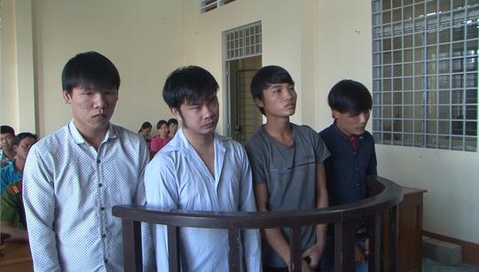 Bé gái 15 tuổi sinh con, 4 thanh niên vào tù - Ảnh 1.
