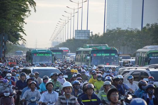 Kẹt xe tại TP HCM vẫn đang là vấn đề nóng cần biện pháp giải quyết