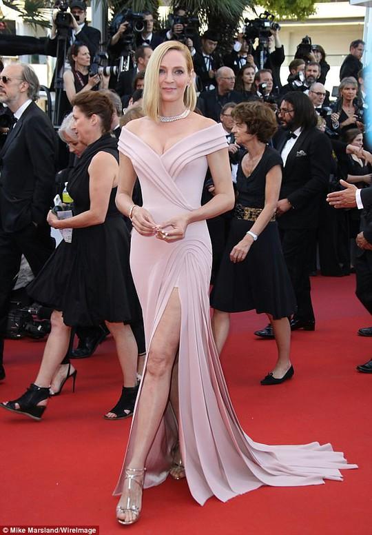 Mỹ nhân khoe sắc rạng rỡ tại LHP Cannes - Ảnh 4.