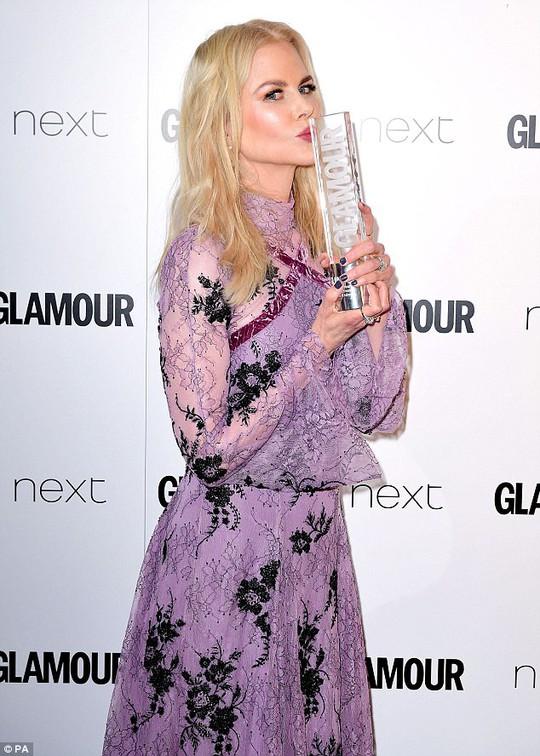 Nicole Kidman thắng giải thưởng ở London - Ảnh 1.