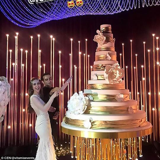Đám cưới con tài phiệt Nga khiến Hollywood choáng ngợp - Ảnh 3.